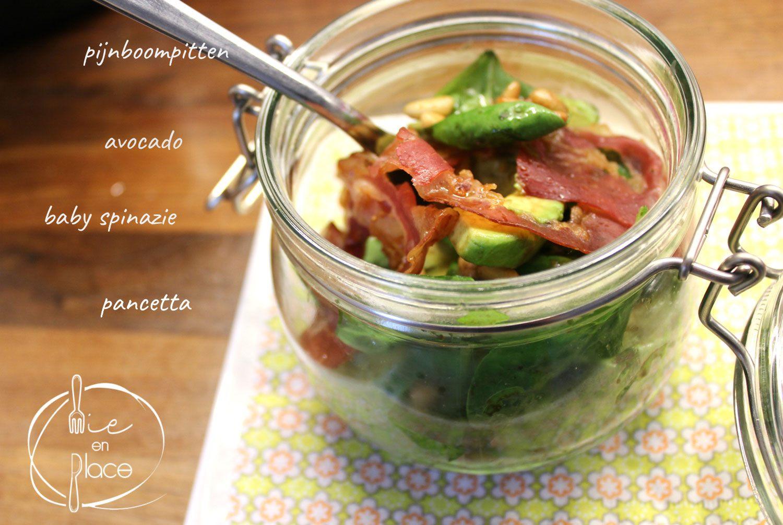 Avocadosla met spinazie
