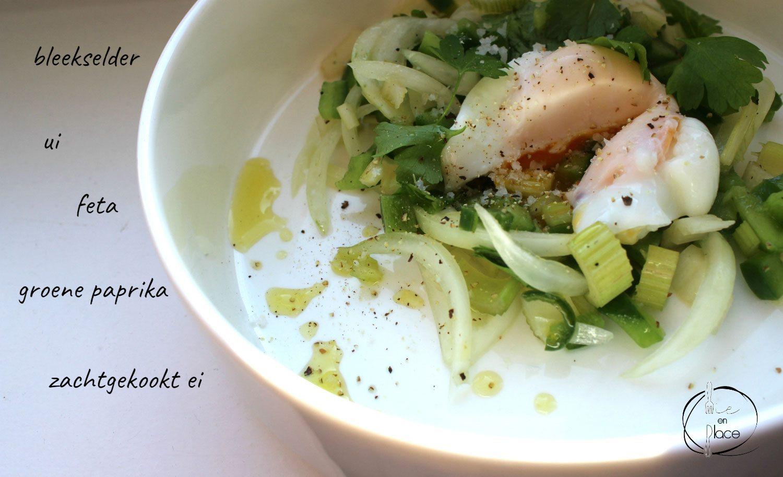 Seldersalade met feta en ei