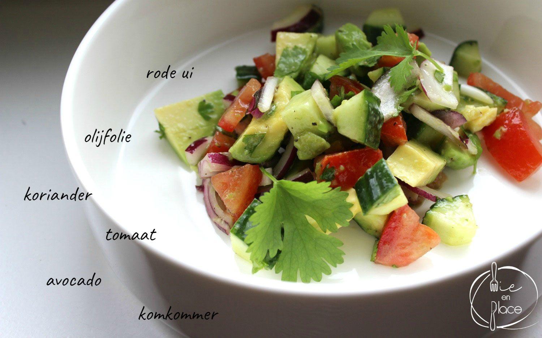 Avocado en komkommersalade
