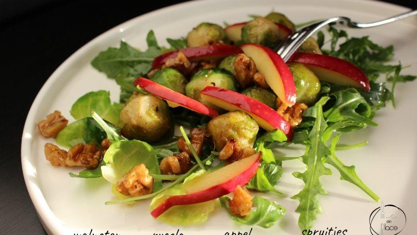 Salade van spruiten met gesuikerde walnoten